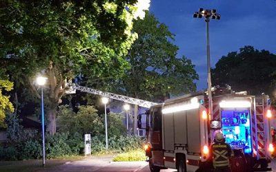 072 – 23.05.2018 – Blitzeinschlag in Baum- Ramstein
