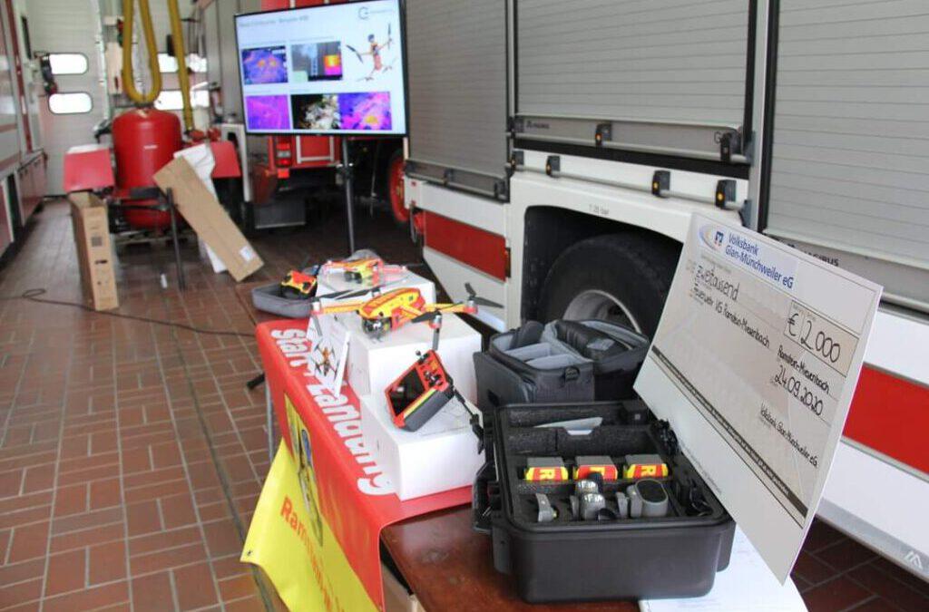 Drohnen übergabe bei der Feuerwehr